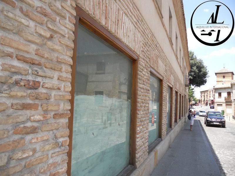 Inmobiliaria en Toledo vende edificio emblemático comercial en Toledo.